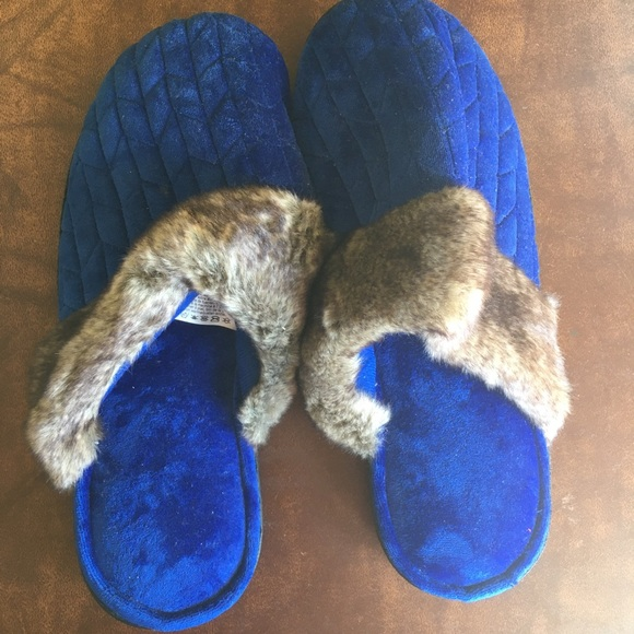 NWOT Isotoner Dark Blue Slippers